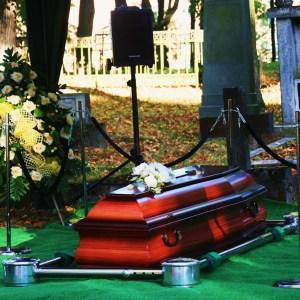 Ceremonia pogrzebowa Warmiński Zakład Pogrzebowy karawan